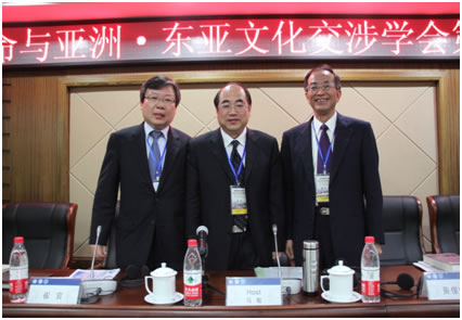 A commemorative photo of the change of president. From Left: Vice President Choi Gwan, President Ma Min, Ex-President Huang Chun –chie.