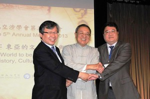 CHOI Gwan (Left), 2012 President, Korea University  CHENG Pei-kai (Center), 2013 President, City University of Hong Kong ZHANG Qing (Right), 2013 Vice-President, Fudan University